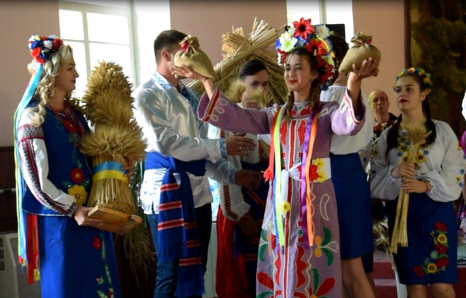 Жатва-2020: в АФ им. Горького отпраздновали окончание сбора ранних зерновых